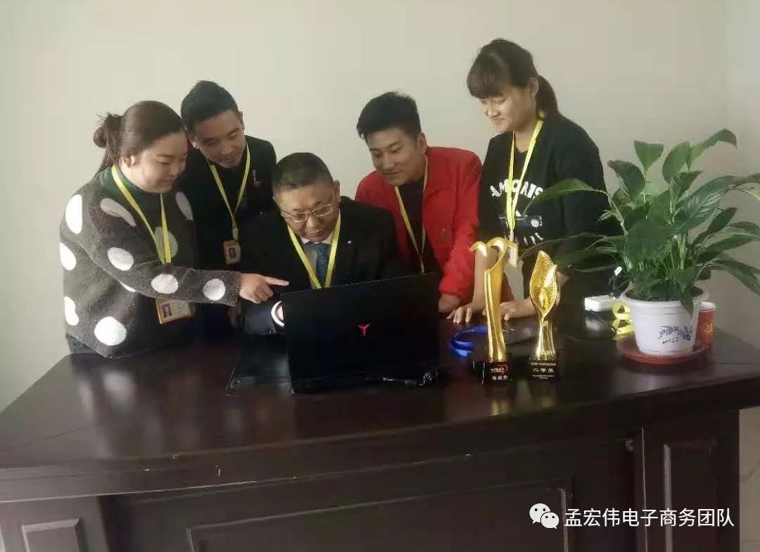2018年11月18日 7米19根9米2根电线杆和500*300带孔地锚石13块送达河南郑州高铁东站